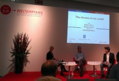 Eshkol Nevo und Markus Flohr auf der Bühne des Weltempfangs der Buchmesse Frankfurt