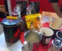 """Freiwillige Koffeinsteuer"" am taz-Stand"